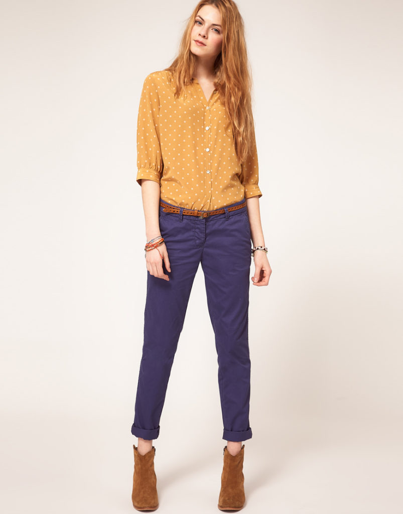 чиносы синие под рубашку желтую