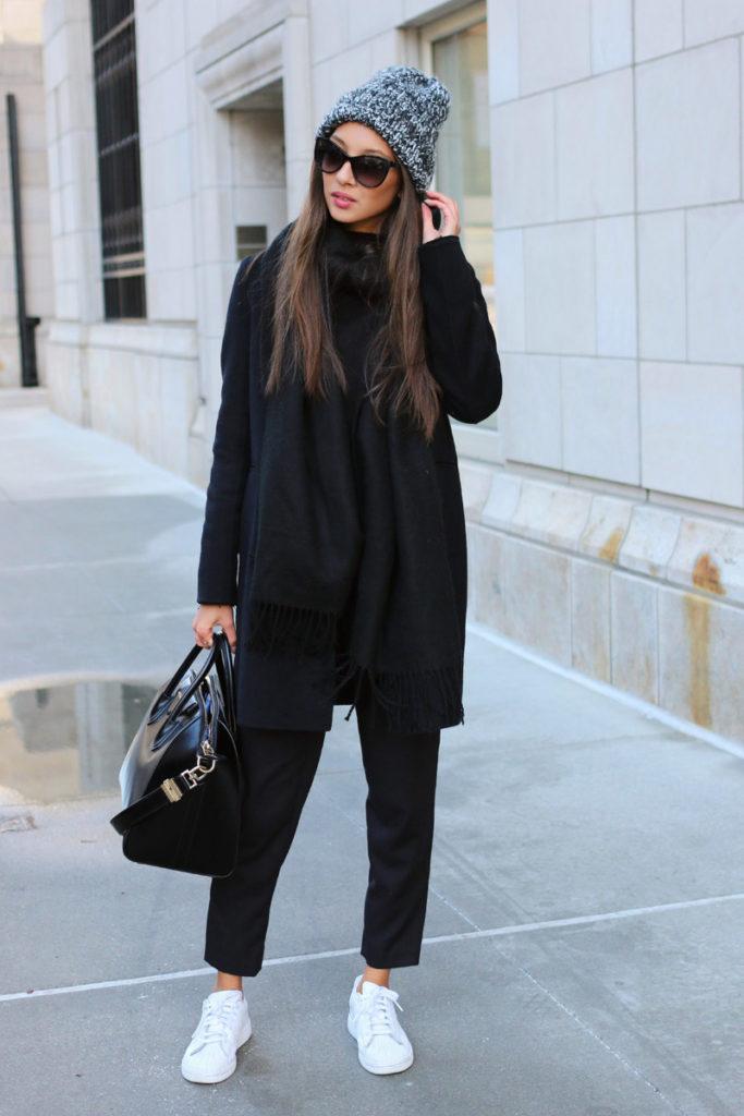 чиносы черные под пальто кроссовки