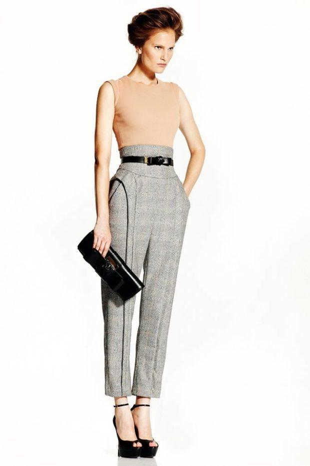 с чем носить брюки с завышенной талией: серые с поясом черным