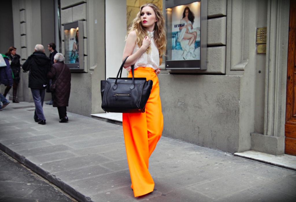брюки с завышенной талией оранжевые с блузкой