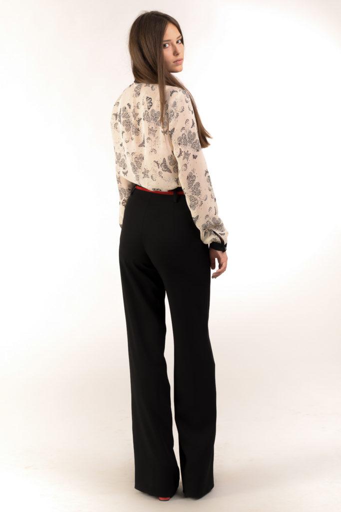 брюки с завышенной талией черные расклешенные с красным поясом
