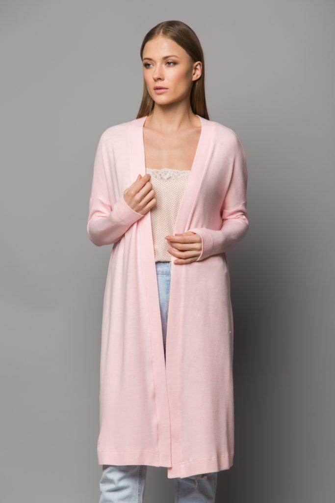 женский кардиган: трикотажный розовый длинный