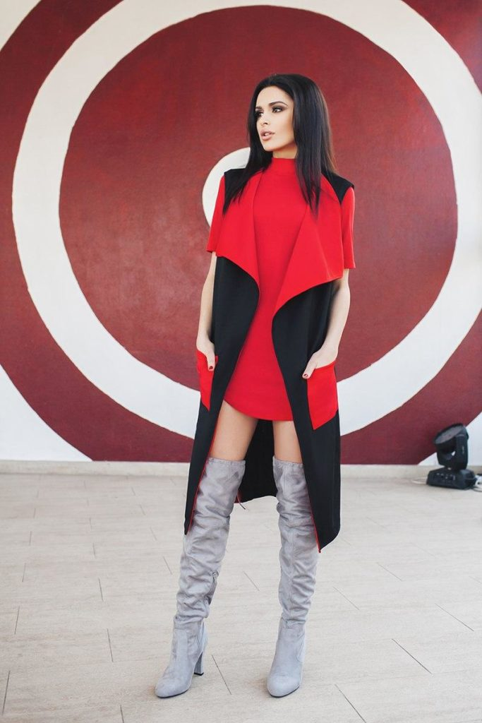 женский кардиган: жилетка красная с черным с карманами