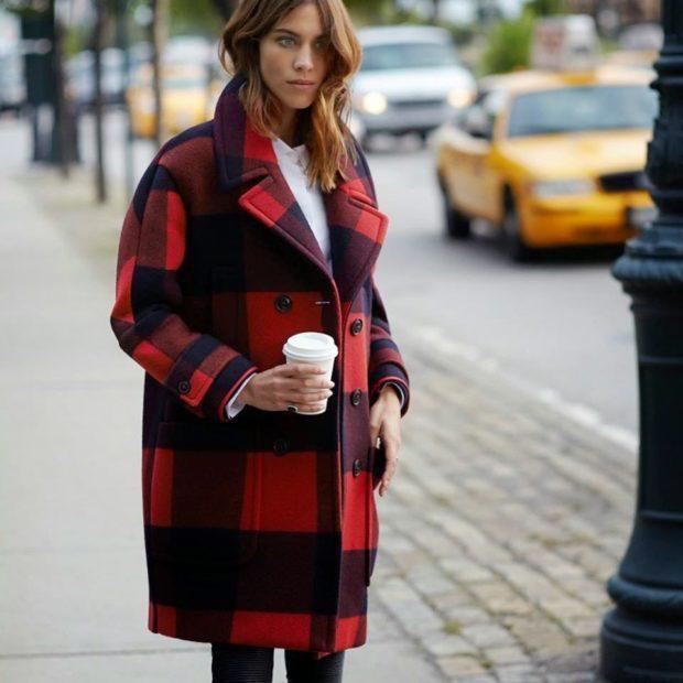 модные принты осень зима: клетка пальто красная с черным