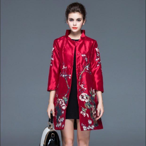 модные принты осень зима: цветочный пальто красное в цветы