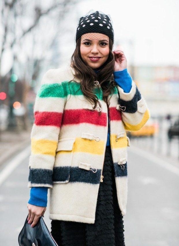 модные принты осень зима: пальто короткое в цветную полоску