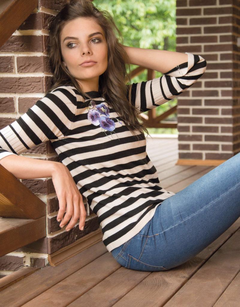модные принты осень зима: в полоску кофточка черно-белая