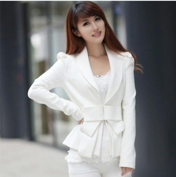 женские пиджаки: белый с поясом