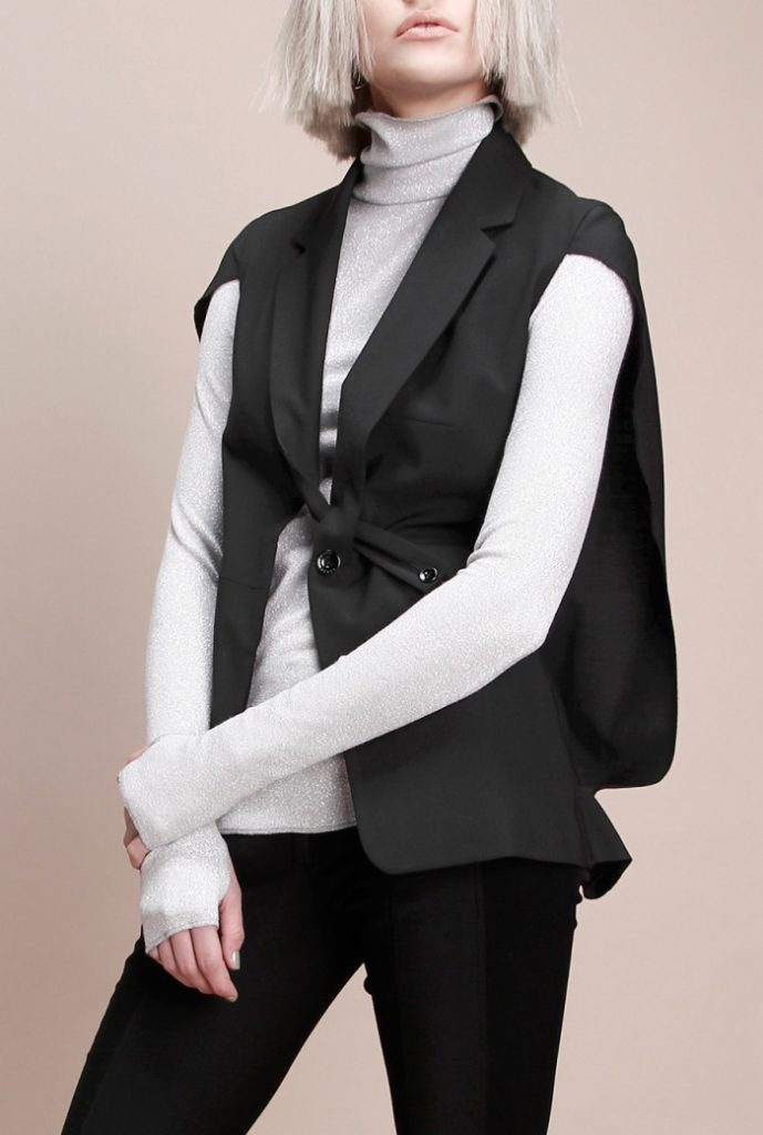женские жакеты: кейп черный без рукава