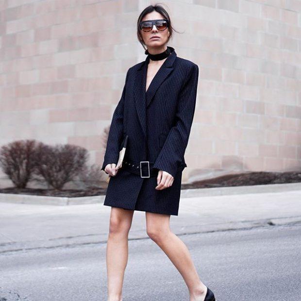 женские пиджаки 2018-2019: удлиненный черный в полоску