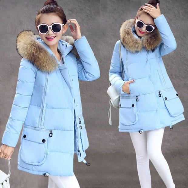 женские пуховики осень-зима: голубого цвета с меховым воротником