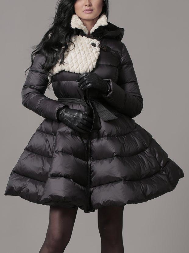 модные пуховики: платье черный с меховым воротником