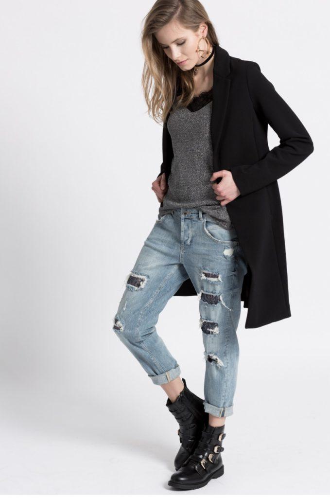 джинсы под пальто черное
