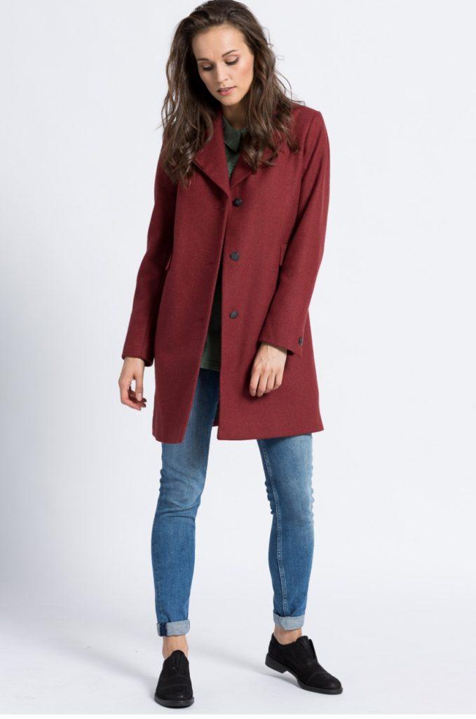 джинсы под пальто бордовое классика