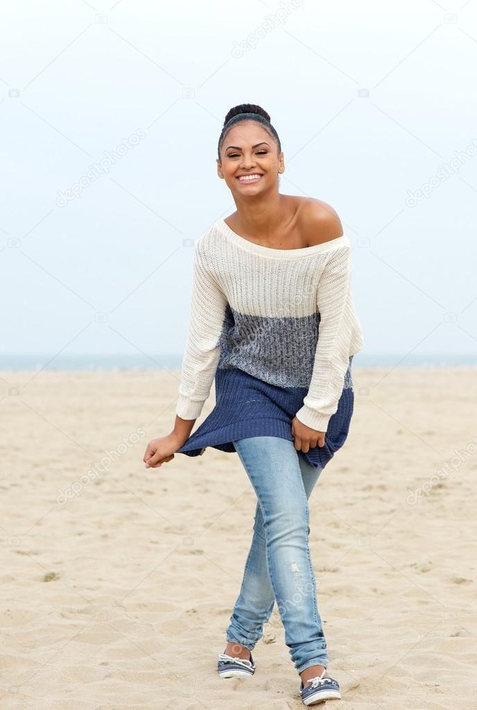 джинсы под свитер в полоску
