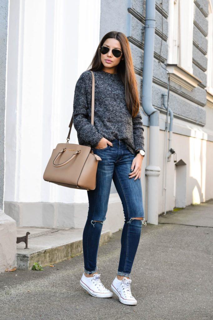 джинсы под свитер серый под кеды