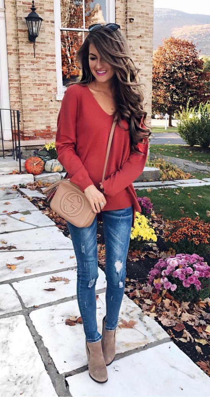 джинсы под свитер красный