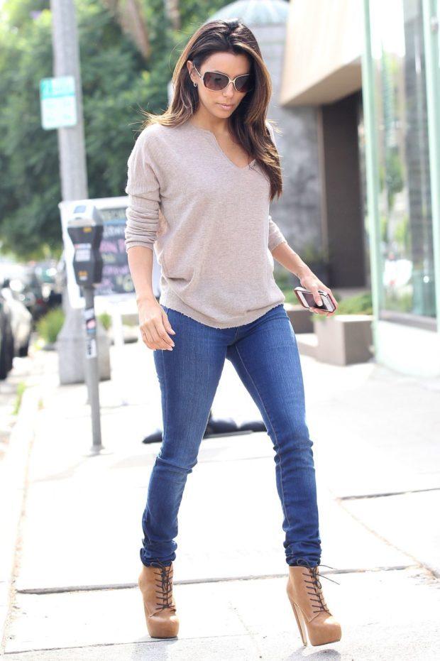 с чем носят джинсы: модный лук с ботинками