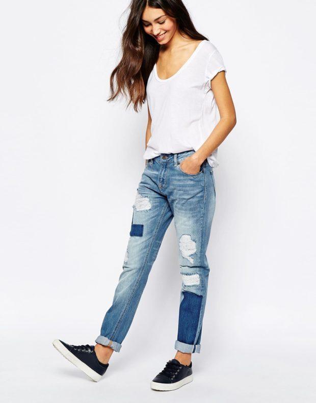 с чем носят джинсы: модный лук с кедами