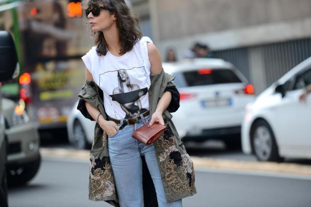 джинсы под футболку белую с рисунком