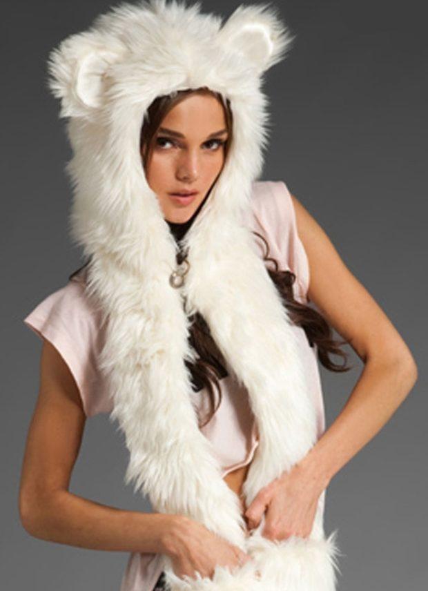 шапка и шарф: белая меховая с ушками