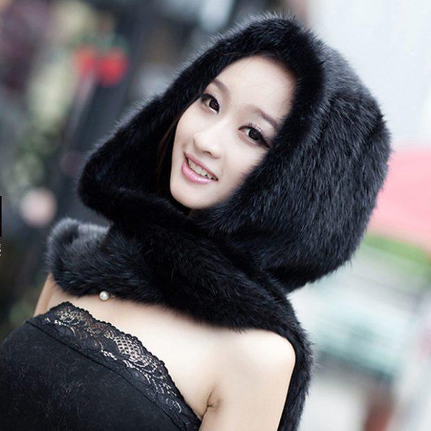 шапка осень-зима: черная меховая и шарф