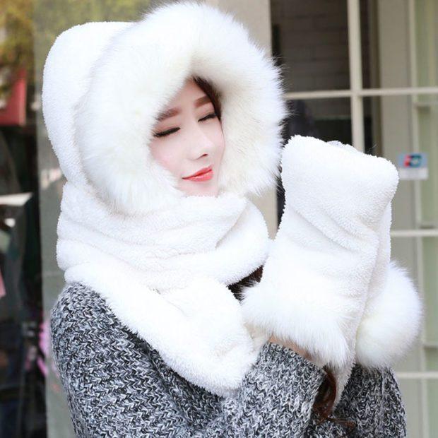шапка осень-зима: меховая белая и шарф рукавички