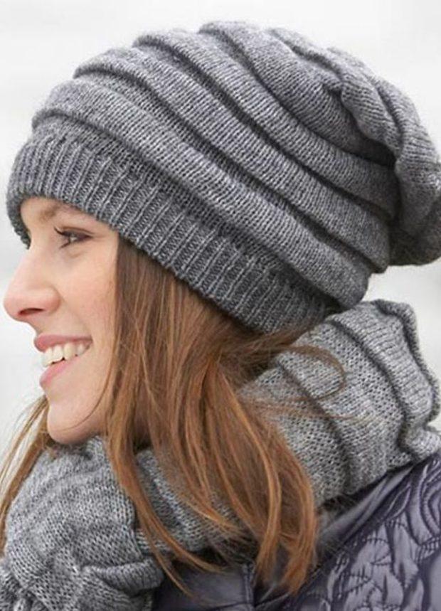 шапка осень-зима: модная вязаная серая с шарфом в тон