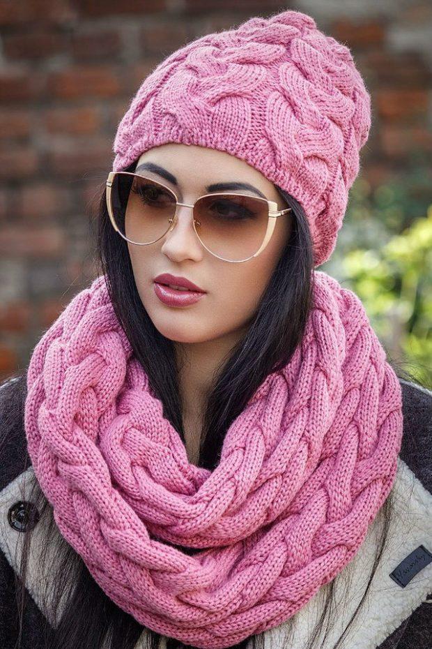 шапка осень-зима: крупная вязка розовая с шарфом кольцом