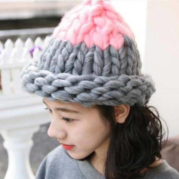шапка осень-зима: крупная вязка серая с розовым