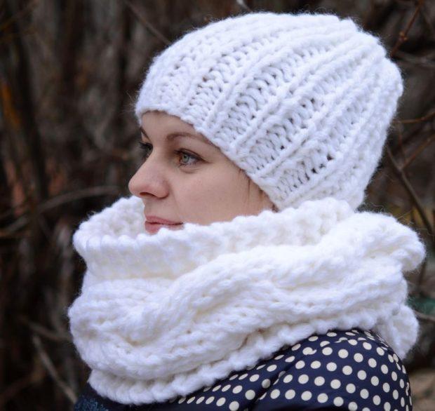шапка осень-зима: крупная вязка и шарф белые