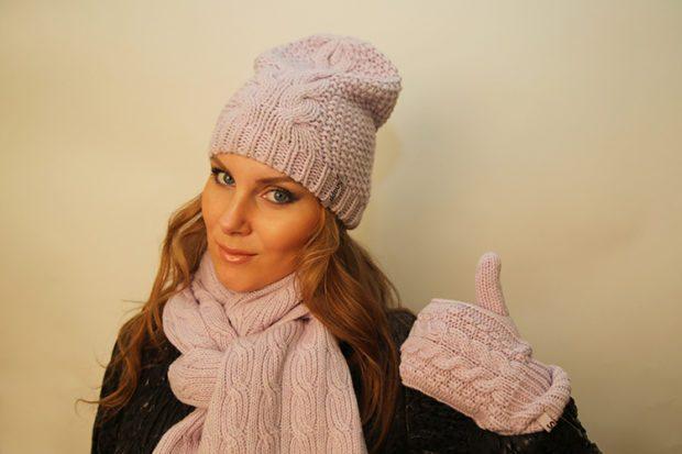 шапки осень-зима: бини светлая с шарфом в цвет