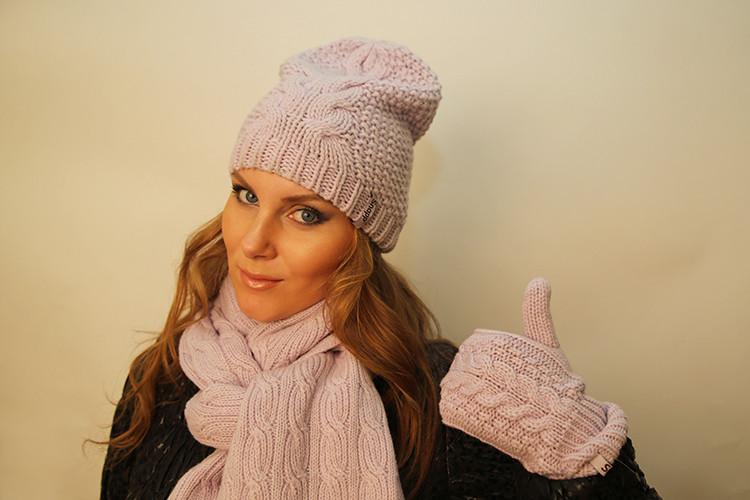 шапки бини светлая с шарфом в цвет