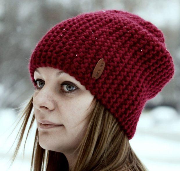 шапки осень-зима: бини бордовая вязаная