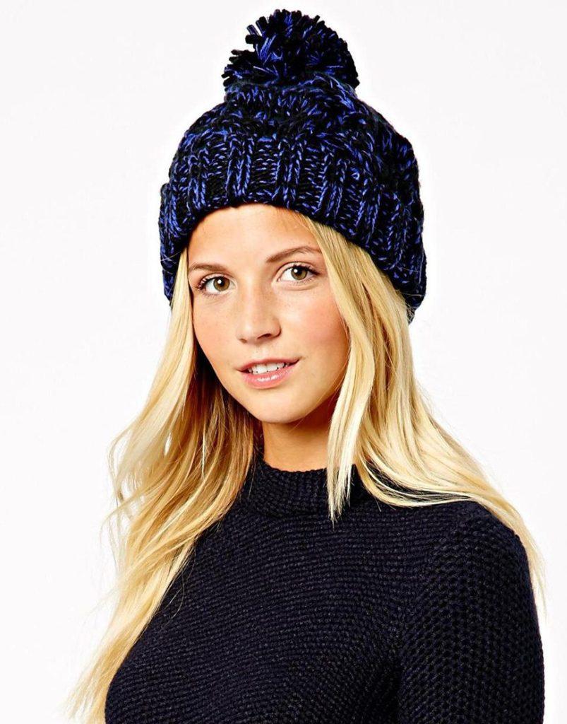 шапка осень-зима: с бубоном синяя темная крупная вязка