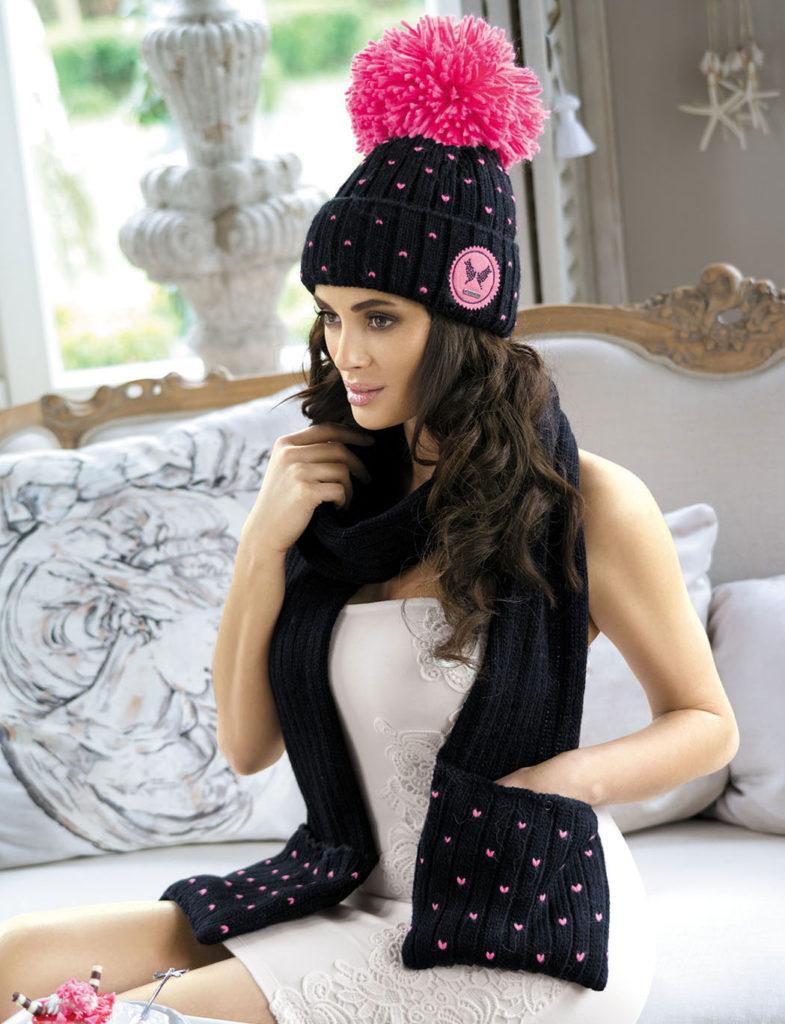 шапка осень-зима: с бубоном черная с розовым бубоном