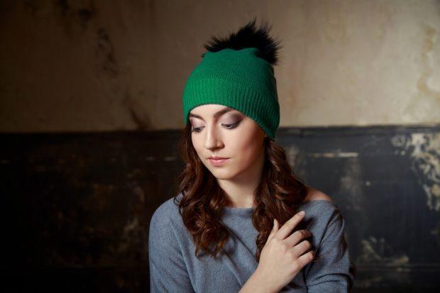 шапка осень-зима: с бубоном зеленая