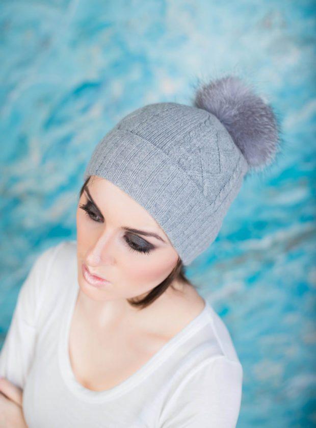 шапка осень-зима: с бубоном серая