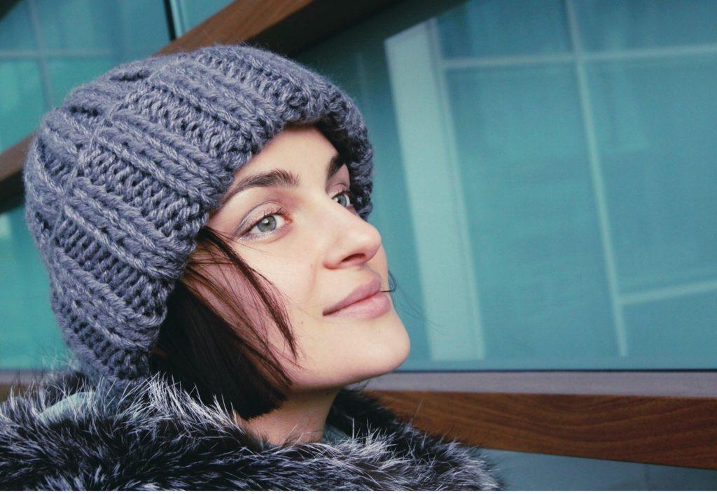 шапка осень-зима: с отворотом серая темная