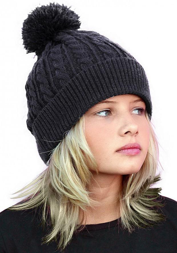 шапка с отворотом черная с бубоном