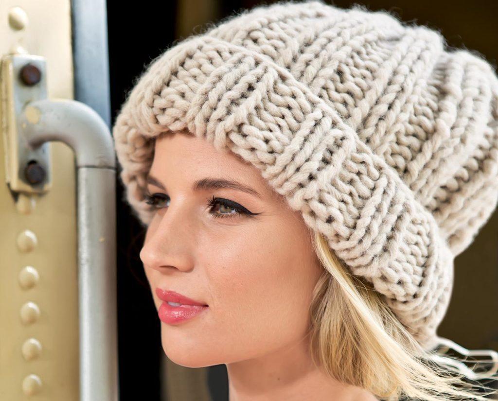 шапки осень-зима: с отворотом коричневая светлая