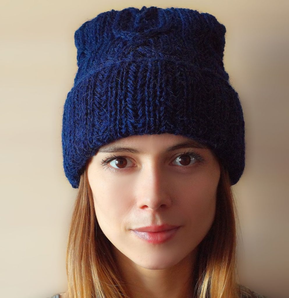 шапки осень-зима: с отворотом синяя