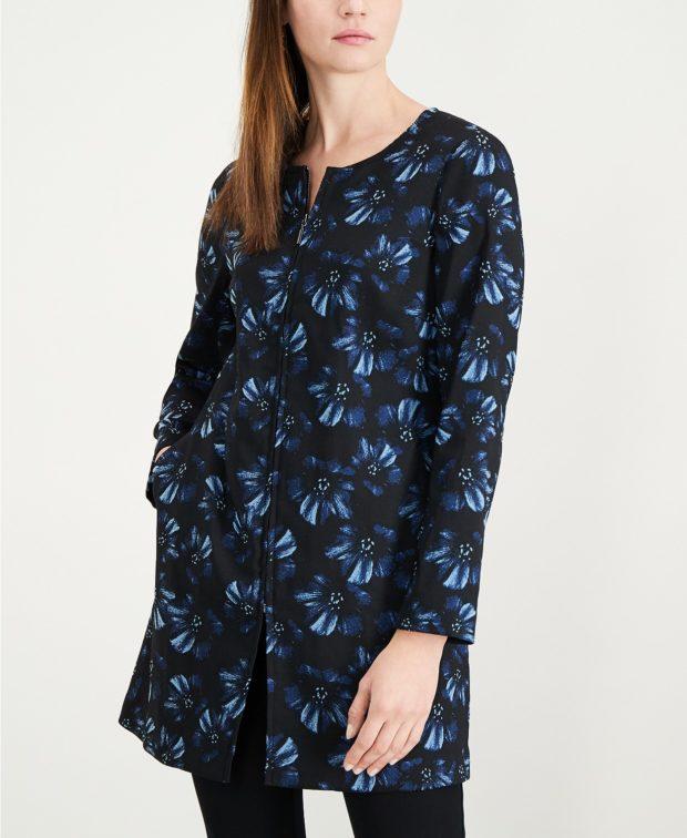 черные в синие цветы