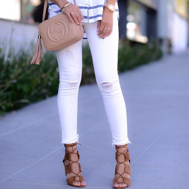 белые джинсы под босоножки на каблуке