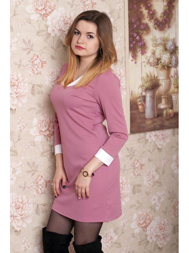 розовое платье с белым воротничком