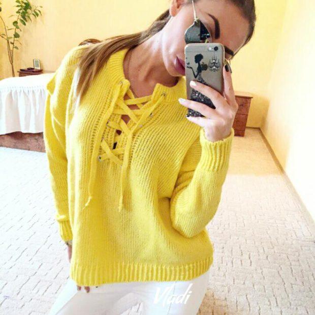 желтый свитер шнуровка на груди