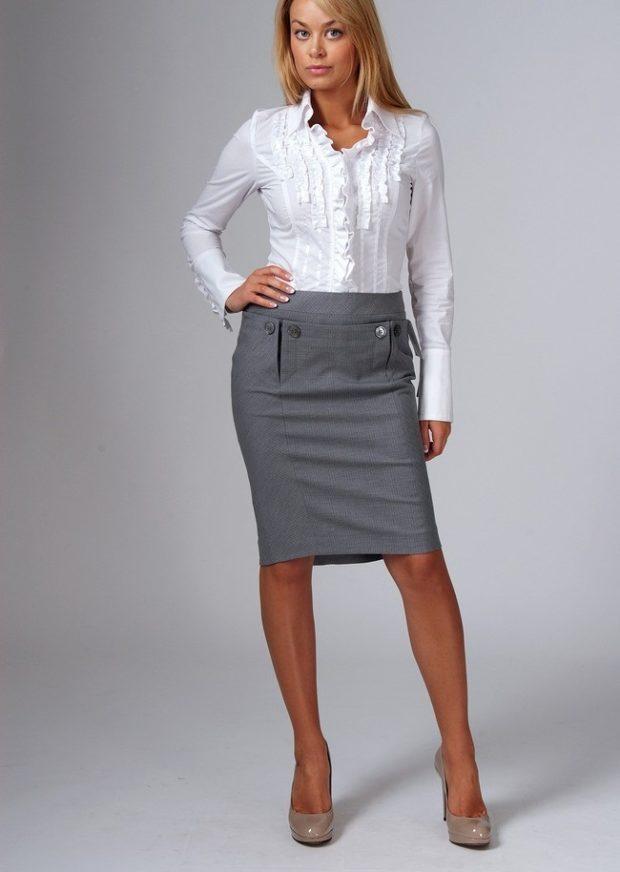 серая юбка-карандаш под белую блузку
