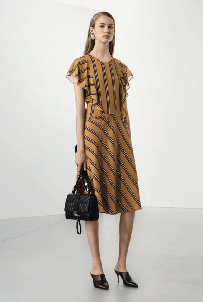 платье коричневое в полоску с оборками