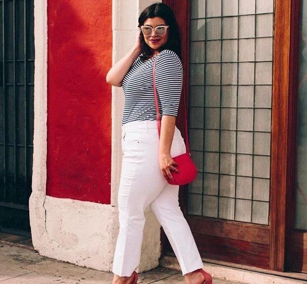 белые короткие брюки под полосатую кофточку