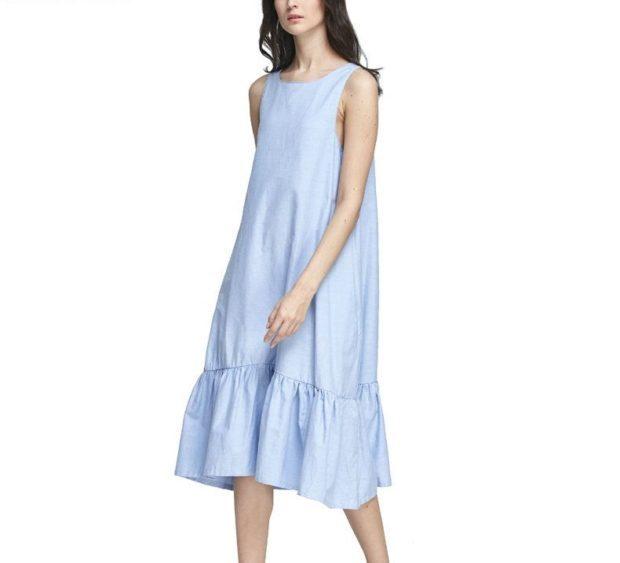 голубое платье с воланами без рукава